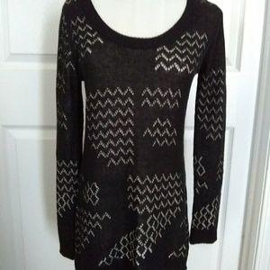 Belldini Hi-Lo Sweater Black & Cream M